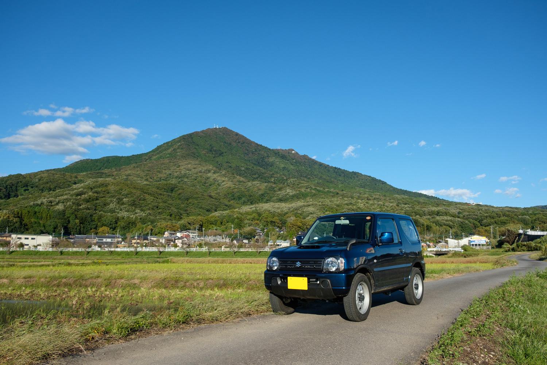 筑波山とジムニー